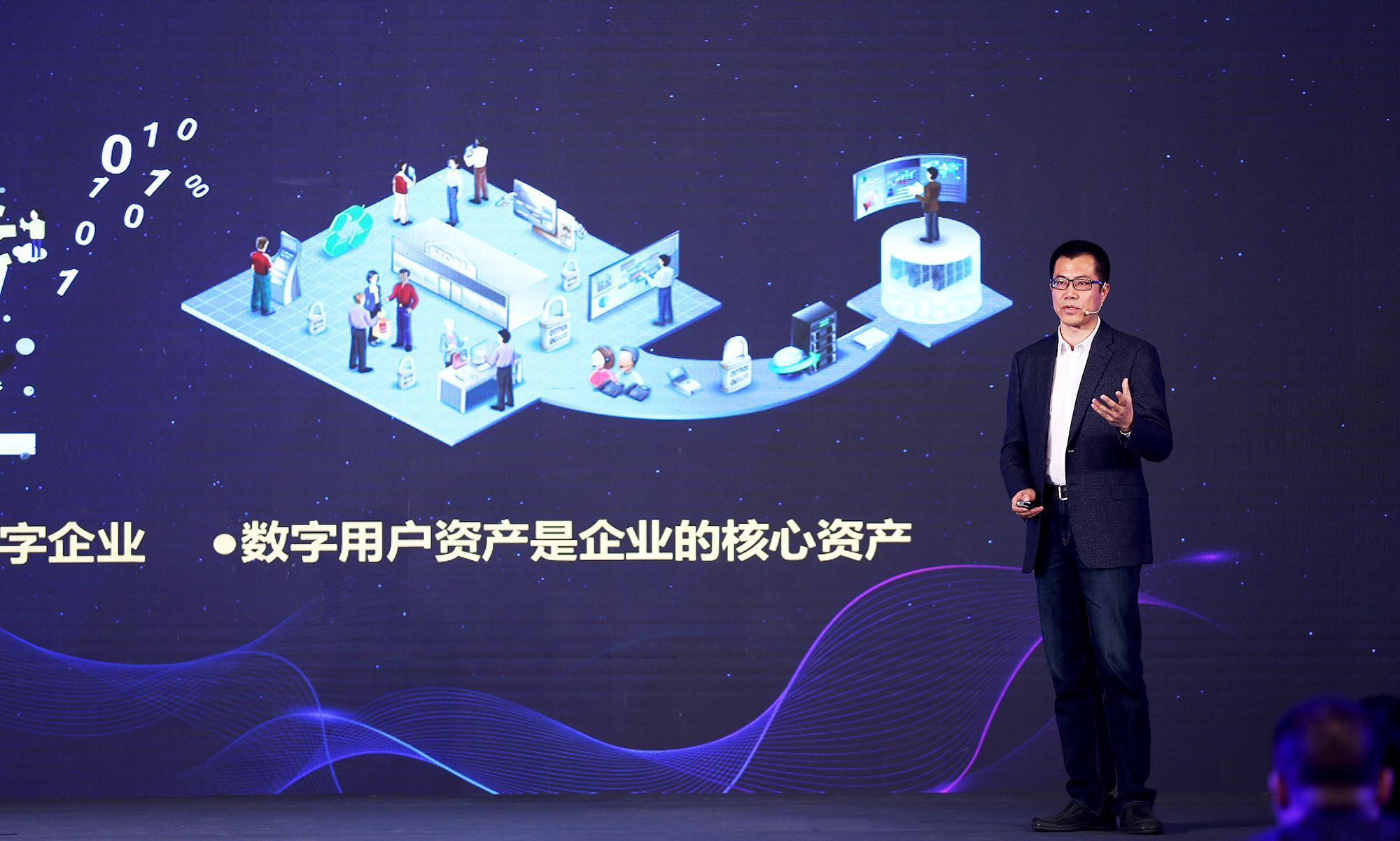 易观CEO于揚荣获2016年中国大数据管理创新奖
